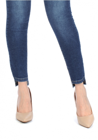 Disparate Stretchable Cropped Jeans - Blue